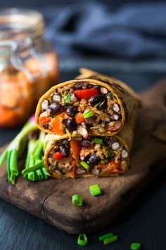 A dinner recipe, loaded up with healthy veggies, black beans, leftover rice and flavorful kimchi! Korean-inspired burritos that are EASY and delicious! Vegetarian Burrito, Vegetarian Dinners, Vegetarian Recipes, Healthy Recipes, Healthy Food, Healthy Eating, Whole Food Recipes, Dinner Recipes, Gourmet