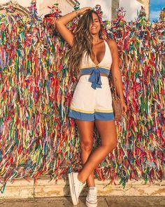 A imagem pode conter: 1 pessoa, em pé, shorts e atividades ao ar livre Pic Pose, Foto Pose, Trendy Fashion, Girl Fashion, Cool Outfits, Summer Outfits, Photos Tumblr, Insta Photo Ideas, Poses For Pictures