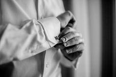 Noivo | Groom | Traje do noivo | Roupa do noivo | Dia do noivo | Making of do noivo | Groom's suit | Camisa do noivo | Inesquecível Casamento | Abotoadura |  Cufflink