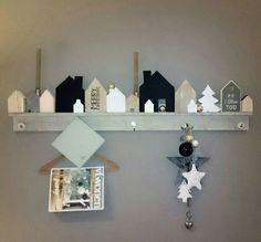 Huisjes Wood Block Crafts, Wooden Pallet Projects, Wood Crafts, Wooden Art, Wooden Decor, Ideas Prácticas, Small House Decorating, Art N Craft, Craft Night