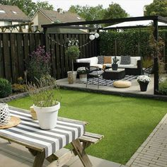 Fantastic backyard patio decorating ideas Find inspirations to plan and beautify your backyard design. These backyard patio ideas will help you to make your backyard pretty and comfort. Check now! Small Backyard Design, Backyard Patio Designs, Small Backyard Landscaping, Backyard Pergola, Landscaping Ideas, Pergola Kits, Pergola Ideas, Desert Backyard, Backyard Landscape Design