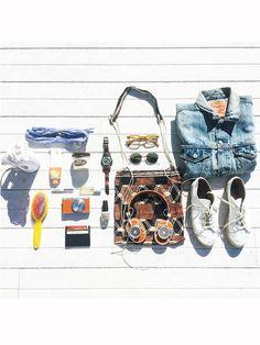"""来る夏休みに向けて、トラベルバッグの中身をおしゃれにアップデートさせるなら……? そんな""""旅バッグの中身""""をテーマに、モード偏差値の高いインスタグラマーが#ELLE_TravelEssentialsというハッシュタグを付けて、好きな物をぎゅっと詰め込んだ旅バッグの写真を一斉ポスト。旅心をそそるインスタジェニックな写真の中から、思わず""""♡(いいね)""""を押したくなる素敵なポストを一部公開!"""