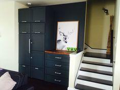 Créer du rangement et remplir un coin perdu! Tall Cabinet Storage, Locker Storage, Coin, Filing Cabinet, Lockers, Furniture, Home Decor, Homemade Home Decor, Binder