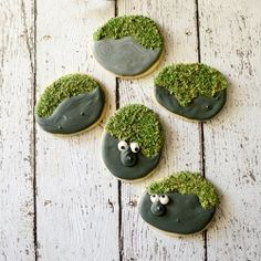 Tutorial to make easy rock troll sugar cookies from the movie FROZEN.