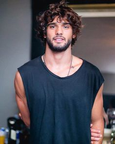 --- Green Valley 8 Anos by Diego Jarschel --- Cool Hairstyles For Men, Boy Hairstyles, Haircuts For Men, Wavy Hair Men, Long Curly Hair, Hair And Beard Styles, Curly Hair Styles, Brazilian Men, Marlon Teixeira