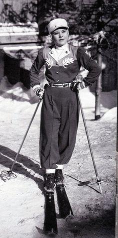 Sonja Henie skiing in Everything Happens at Night, 1939 #fashion #skifashion #helmethuggers