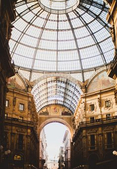 Milano Just like in my little guide to Paris, I'm not claiming to be an authority on what to do in Milan as I'm a total beginner, but thought I'd share the gems we found on our weekend away in the hope it'll help introduce you to the city if you're planning a trip! Expect...
