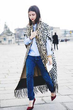Natasha Goldenberg at Paris Fashion Week in leopard cape Street Style Chic, Street Style Looks, Fashion Week, Paris Fashion, Fashion Trends, Trending Fashion, Street Fashion, Denim Look, Animal Print Fashion