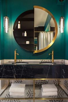 I've been spotting some fantastic DIY vanity mirror recently. Here are 17 ideas of DIY vanity mirror to beautify your room Home Design Decor, House Design, Design Ideas, Design Hotel, Design Room, Design Projects, Design Design, Design Trends, Modern Design