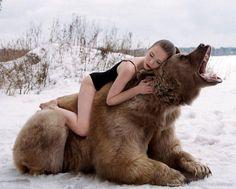 Медведь Степан и девушки