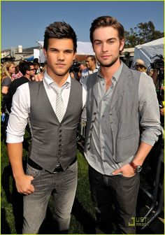 Taylor Lautner and Chace Crawford :) Chace Crawford, Gossip Girl, Star Gossip, Nate Archibald, Taylor Lautner, Celebrity Gossip, Celebrity News, Teen Choice Awards Winners, Twilight Stars