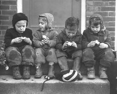 Children discussing their apples. Seattle, 1948. pic.twitter.com/Ha85tnHPgf