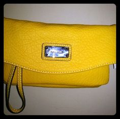 Nine west small crossbody bag NWT cute and small. Perfect for a day in the city with friends or casual setting. Nine West Bags Mini Bags Small Crossbody Bag, Mini Bags, Fashion Design, Fashion Tips, Fashion Trends, Nine West, Michael Kors Jet Set, Handbags, City