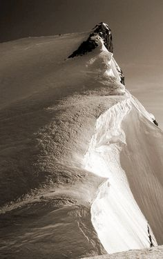 Sommet du Mont Maudit (4465 m), en venant du col de la Brenva.
