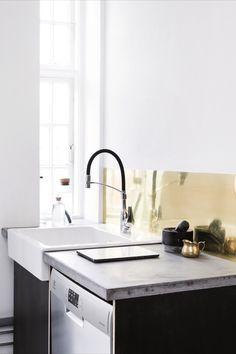 Kjøkkenkrok i industriell stil med Rowan Pro kjøkkenbatteri fra Damixa Rowan, Sink, Kitchen, Design, Home Decor, Sink Tops, Vessel Sink, Cooking, Decoration Home