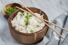 Instant Pot / Pressure Cooker White Rice prepared, garnished with green onions and chopsticks Pressure cooker white rice with only a 3 minute cook time! Using your pressure cooker, you get great white rice that is perfect every time in half the time. Pressure Cooker White Rice, Easy Pressure Cooker Recipes, Pressure Cooking Today, Instant Pot Pressure Cooker, Instant Cooker, White Rice Recipes, Rice Recipes For Dinner, Instant Pot Dinner Recipes, Buttered Rice Recipe
