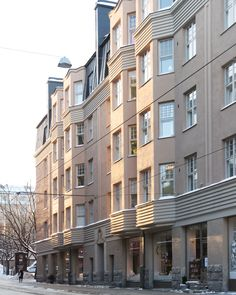 Aamuinen talviaurinko Fredalla ☀️ Helsinki, Multi Story Building