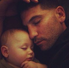 Jon Bernthal (recently cast as The Punisher - woot!) and his precious baby. Shane Walsh (Jon Bernthal) ~ The Walking Dead Jon Bernthal, Punisher Marvel, Daredevil, Frank Castle Punisher, Marvel Series, Cinema, Keanu Reeves, Dream Guy, My Guy