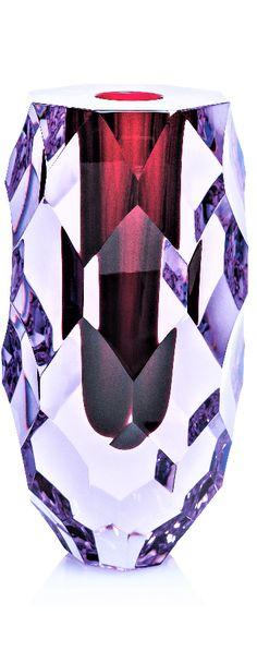 ŠIŠKA – hluboká stopa brusného kotouče vytváří sochařský solitér s neobyčejnou třpytící se strukturou a nekonečnými zrcadly odlesků. Design Lukáš Jabůrek. Artist At Work, Czech Glass, Glass Art, Studio, Design, Studios