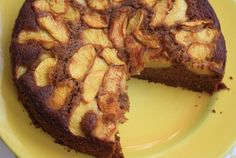 This Peach gingerbread recipe is moist and delicious. Gently spiced with ginger (a lovely match for peaches) this cake is perfect for juicy summer fruit. Summer Fruit, Summer Desserts, Pancake Dessert, Fish Recipes, Bread Recipes, Recipies, Sweetened Whipped Cream, Gingerbread Cake, Cupcake Cakes