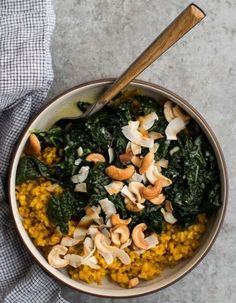 Turmeric Rice with Coconut Kale A hearty and healthy turmeric rice meal with kale cooked with garlic and coconut broth. Perfect for lunch or dinner with added protein. Veggie Recipes, Whole Food Recipes, Vegetarian Recipes, Cooking Recipes, Healthy Recipes, Gluten Free Vegan Recipes Dinner, Ovo Vegetarian, Cooking Tips, Dinner Recipes