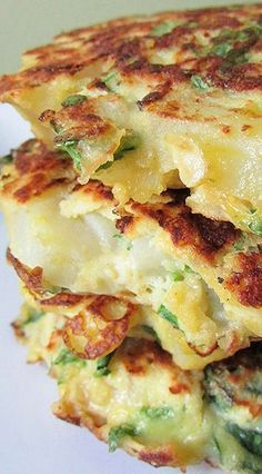 Spinach Potato Pancakes Chop ingredients finely so they stick Vegetable Recipes, Vegetarian Recipes, Cooking Recipes, Healthy Recipes, Spinach And Potato Recipes, Healthy Food, Beef Recipes, Recipies, Potato Dishes
