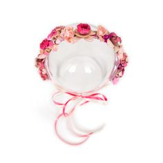 Flowerband Jona  129.00 Flowerband »Jona« is a handmade flowerband, made out of Marina Hoermanseder original leather-flowers, vintage artificial flowers and ribbons from switzerland. Flower Band, Flower Crown, Marina Hoermanseder, Leather Flowers, Artificial Flowers, Making Out, Ribbons, Switzerland, Pink