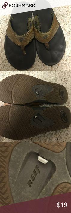 Brown Reef leather flip flops Still plenty of wear, awesome bottle opener Reef Shoes Sandals & Flip-Flops