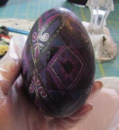 Ukrainian (and Polish and Hungarian) style Easter egg tutorial Easter Crafts, Christmas Crafts, Little Bunny Foo Foo, Ukrainian Easter Eggs, Egg Designs, Beltane, Egg Decorating, To My Daughter, Wax