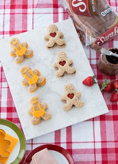 Gingerbread Man Food Art: Sweet and savory snacking is easy with Sara Lee Classic 100% Whole Wheat Bread, your favorite fillings and a gingerbread man cookie cutter. Go sweet with chocolate hazelnut spread and strawberries. Or savory with turkey and Sharp Cheddar cheese.