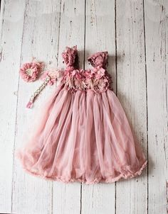 Rustic Lace Mauve Flower Girl Dress & Headband, Country Style Flower Dress, Girls Birthday Dress, Toddler Tulle Wedding Dress, Gift Un abito (noto anche come abito. Country Style Wedding Dresses, Flower Girl Dresses Country, Girls Lace Dress, Lace Flower Girls, Little Girl Dresses, Flower Dresses, Baby Dress, Girls Dresses, Vintage Glamour