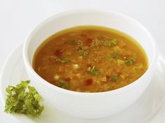 Vegetable broth is easy to make and fits within the framework of the alkaline diet. Lerarn the basic recipe for an alkaline both andy ways to customize it. Week Detox Diet, Detox Tea Diet, Detox Diet Drinks, Detox Diet Plan, Cleanse Diet, Detox Diets, Detox Soup, Stomach Cleanse, Alkaline Diet Plan