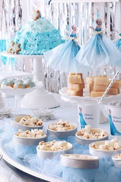 FROZEN IN ELSA BLUE | ARCH DAYS Elsa Birthday Party, Disney Frozen Birthday, Birthday Party Tables, Fourth Birthday, Frozen Theme Party, First Holy Communion, Party Themes, Party Ideas, Cactus