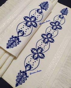 Christmas Cross, Diy And Crafts, Cross Stitch, Tattoos, Floral, Cross Stitch Rose, Cross Stitch Flowers, Embroidered Towels, Bathroom Towels