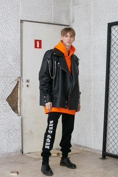 MISBHV's 2016 Fall Winter Collection Wears Its Punk Influences on Its Sleeve / Men fashion runway look outfit street style Daily Fashion, Boy Fashion, Mens Fashion, Fashion Design, Fashion Menswear, Monochrome Fashion, Grunge Fashion, Mens Trends, Stylish Boys