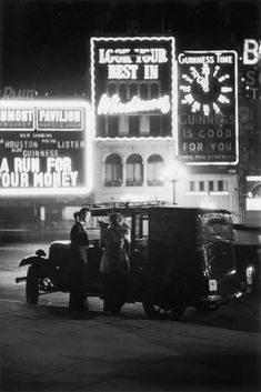 London photographs from 1928 show Piccadilly Circus alive with early neon signs Vintage London, Old London, London Bath, Royal Pavilion, Chicago School, Piccadilly Circus, Beautiful Park, New Paris, London Photos