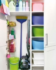 Claves para limpiar tu cocina - Arch Tutorial and Ideas Home Organisation, Laundry Room Organization, Laundry Room Design, Interior Design Living Room, Living Room Designs, Utility Closet, Cleaning Closet, Small Room Bedroom, Home Hacks