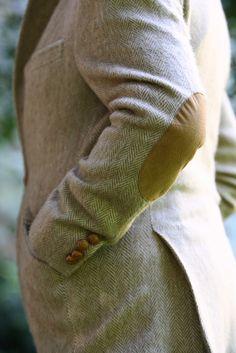 \\ tan chevron cashmere blazer w/elbow suede patches