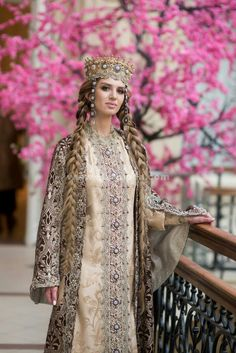 Russia Russian Beauty, Russian Fashion, Russian Style, Traditional Fashion, Traditional Dresses, Mode Russe, Court Dresses, Fantasy Dress, Folk Costume