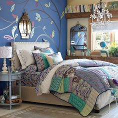 teen-bedroom-girls-idea-space-saver-design-decor-peacock-blue-green-wall-flower-decal-mirror-cage-memo-holder-shabby-chic-cottage-style-bed-striped-pretty-inspiration.jpg (710×710)
