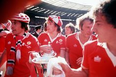 Manchester United, FA Cup Final 1977. Shirt available from camporetro.com.