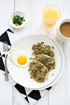 Quinoa Breakfast Hash Browns always on the lookout for a new way to mix quinoa into meals.these quinoa breakfast hash browns fit the bill! (I'll be trying them without the potatoes to keep it low-carb.) {via a beautiful mess} Quinoa Breakfast, Breakfast Time, Breakfast Bowls, Vegetarian Recipes, Cooking Recipes, Healthy Recipes, Brunch Recipes, Breakfast Recipes, Breakfast Ideas