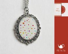 Collana con ciondolo cabochon in vetro handmade di All The Tea su DaWanda.com #AllTheTea #Dawanda #handmade #jewelry #DIY #ideas #gift #gifts #vintage #collana #cabochon #necklace #collar #unique #style #resin #glass #indie #hipster #teaparty #tealovers #stile #fattoamano #resina #vetro #gioielli #accessori #shabby #chic #lovely #inspiration #romantic #handmadewithlove #handgemacht #anhänger #pendant #accessoire #silber #schmuck #dots #rainbow #colors