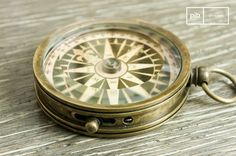 A retro style compass, precise and aesthetic.