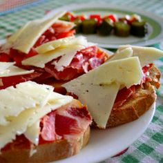 Gastronomía española: tapa. Bares de tapas en Madrid.