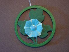 (Made by Susanne Elfrom Nguyen) Ornament. Vil se godt ud i en troldgren. Lavede ringe i flere størrelser 2 til hver. Så var det bare med at prøve sig frem til hvad der ser pænt ud. Vil også prøve med den ovale die fra nellie snellen.