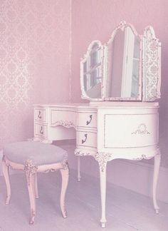Beautiful makeup vanity - why am I not a princess