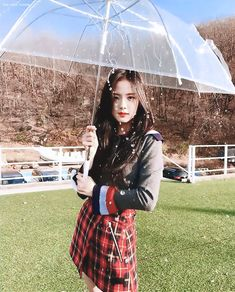 Uploaded by 김가현. Find images and videos about rose, k-pop and blackpink on We Heart It - the app to get lost in what you love. Blackpink Jisoo, Kim Jennie, Kpop Girl Groups, Kpop Girls, Black Pink ジス, Blackpink Members, Blackpink Photos, Poses, Yg Entertainment