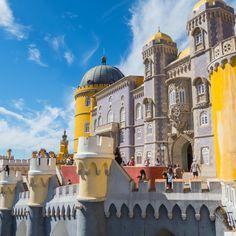 In der Umgebung von Lissabon liegt die Kulturlandschaft Sintra. Dort gibt es traumhafte Burgen, Schlösser und Paläste. #städtereise #kultur #portugal #reisen