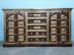 For Sale Sheesham Wood and Brass Fitted Side Board  For More Information Please Visit http://usedfurnitures.in/product/big-brass-fitted-chester-2047 or www.usedfurnitures.in or Call: 8826755599